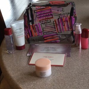 Shiseido Cosmetic Case w/7 samples NEW